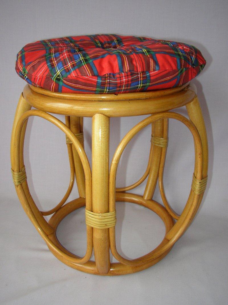 Ratanová taburetka široká medová s polstrem červeným
