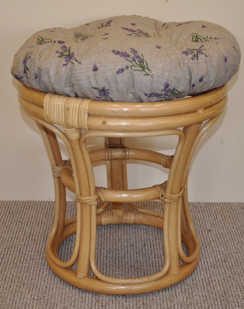 Ratanová taburetka medová polstr levandule