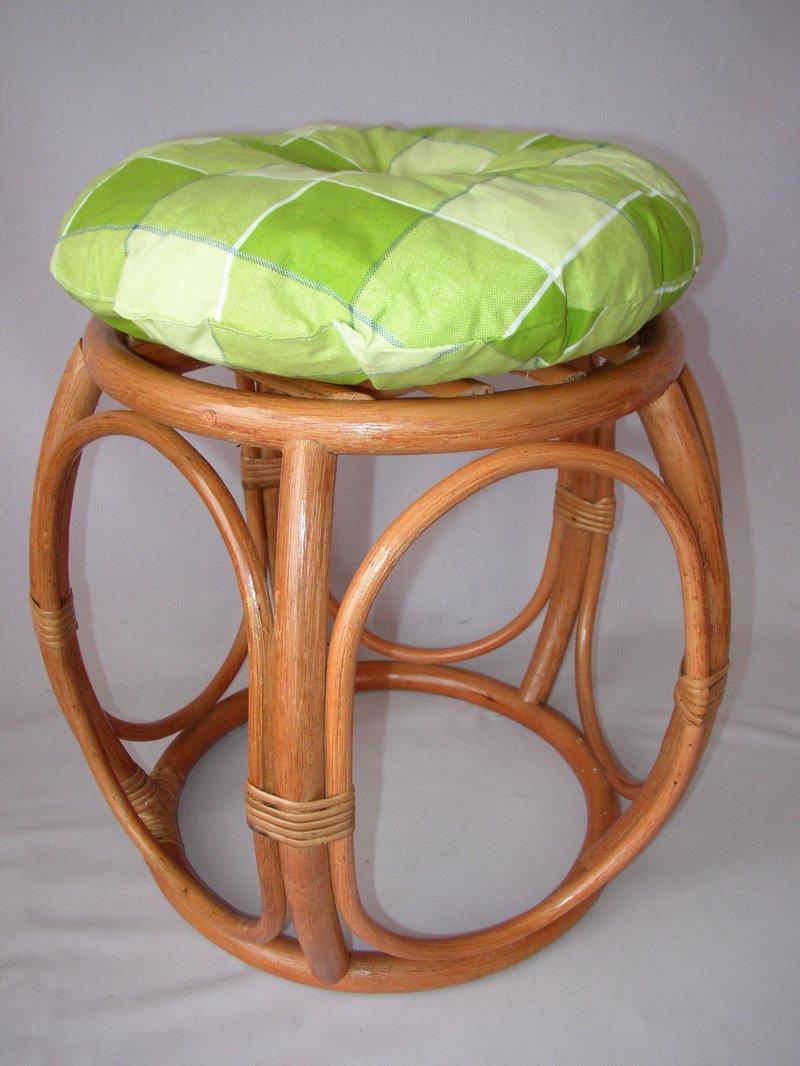 Ratanová taburetka široká koňak polstr zelená kostka