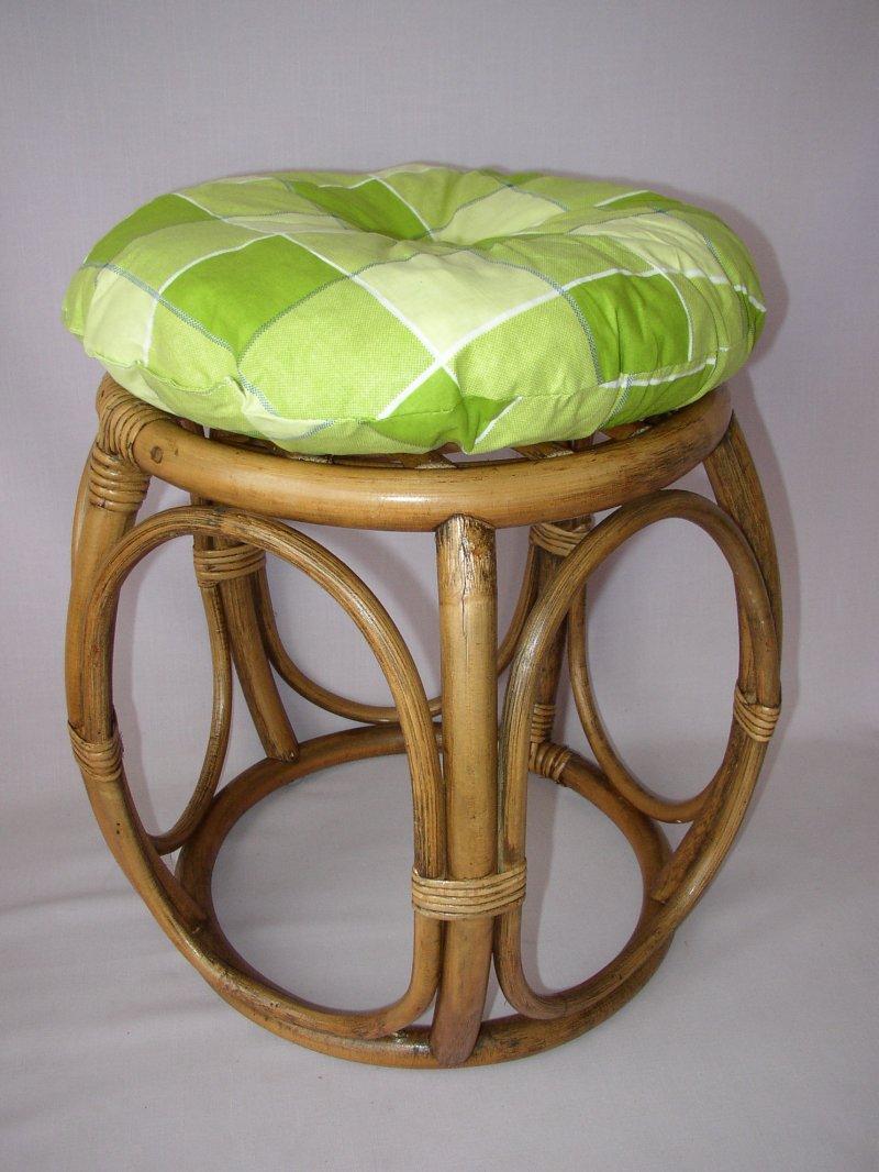 Ratanová taburetka brown wash široká polstr zelená kostka