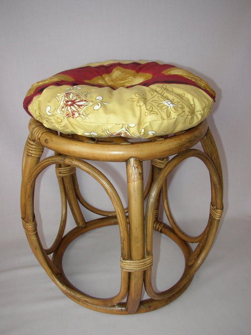 Ratanová taburetka brown wash široká polstr vínový motiv