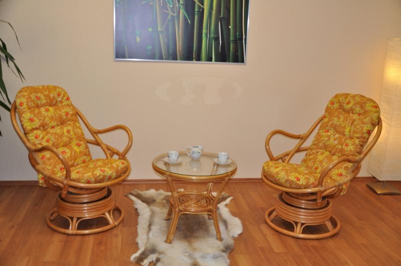 Ratanová souprava Rock and roll + stolek polstry žluté kopretiny