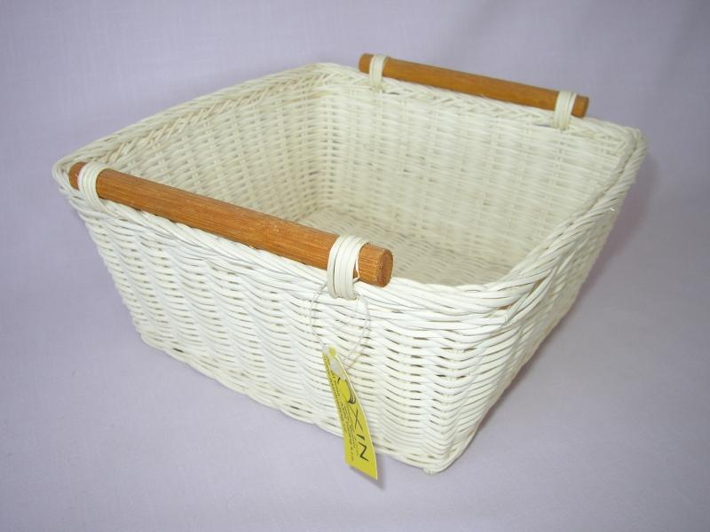 Ratanový košík- varianta bílá