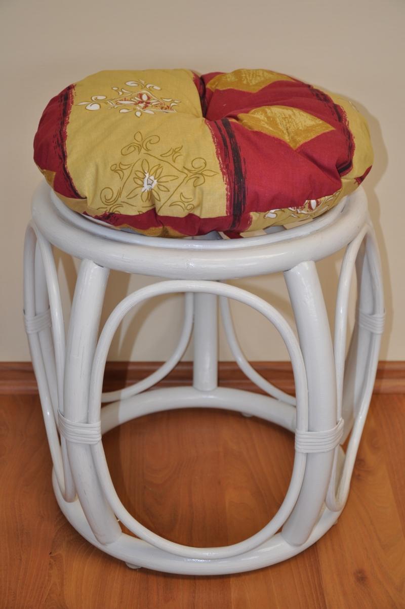 Ratanová taburetka široká bílá polstr vínový motiv