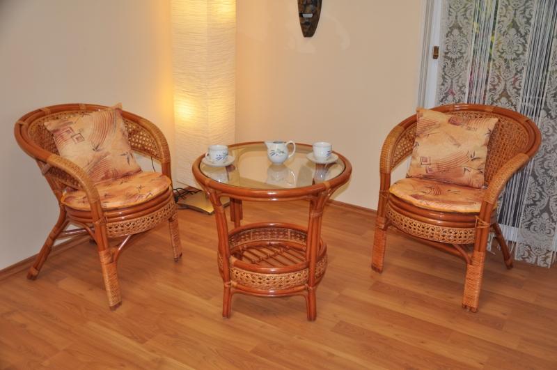 Ratanová sedací souprava Guo 2+1 koňak kulatý stolek
