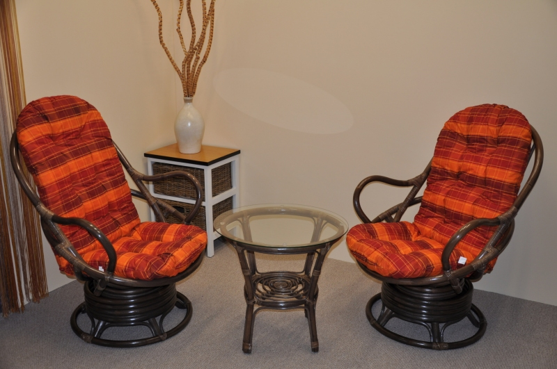 Ratanová souprava Rock and roll + stolek hnědá polstry oranžová kostka