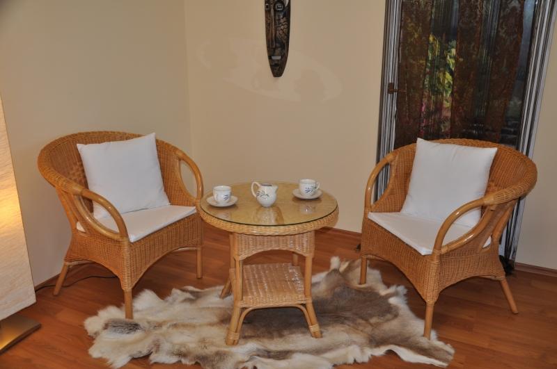 Ratanová sedací souprava Tazmania  medová  polstry bílé