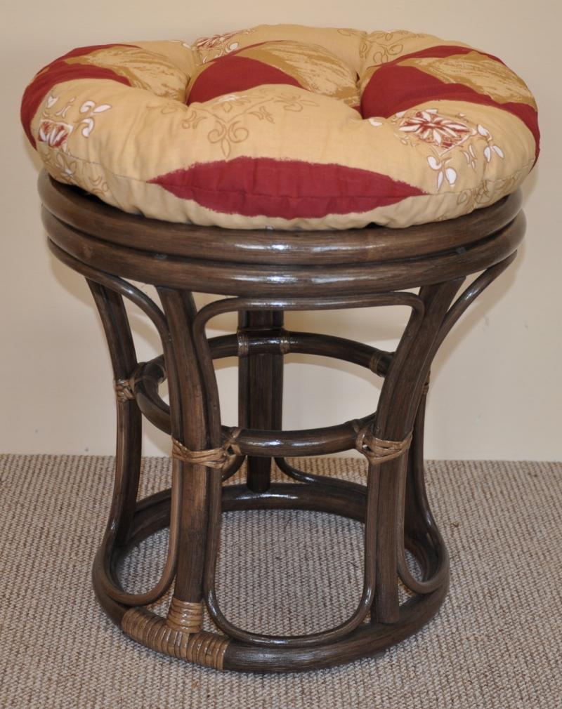 Ratanová taburetka hnědá polstr vínový motiv