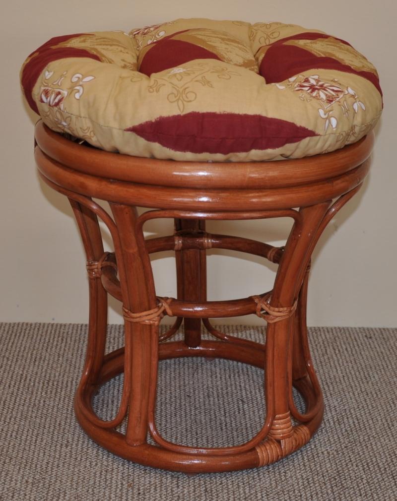 Ratanová taburetka koňak polstr vínový motiv