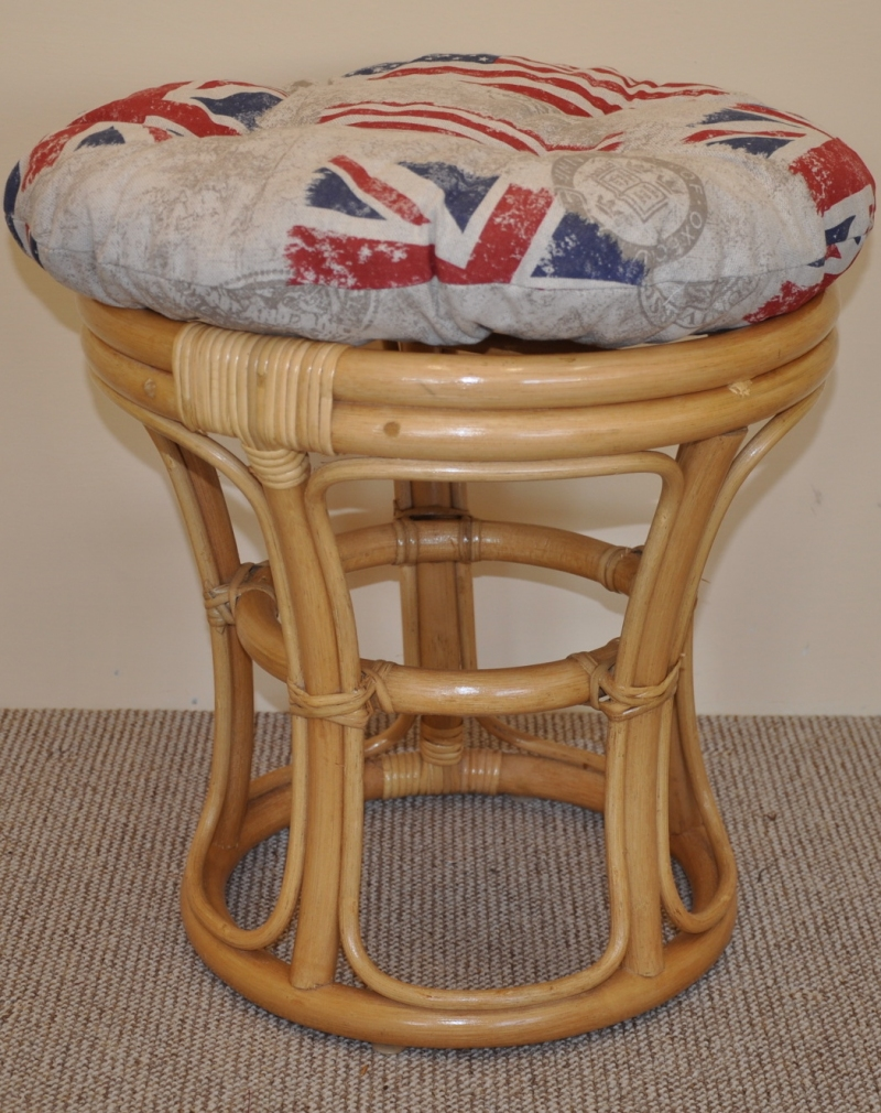 Ratanová taburetka medová polstr motiv vlajky