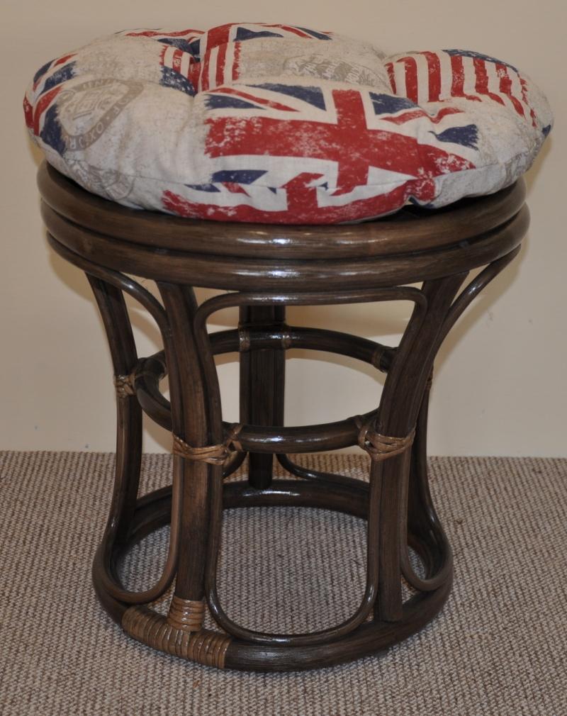 Ratanová taburetka hnědá polstr motiv vlajky